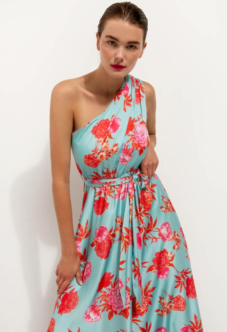 One shoulder floral dress, maxi length, elasticated waist with same fabric belt, inner lining, regular fit. Model wears size S, Bust: 90, Waist: 78 Length from the waist 1,18m FABRIC: 96% polyester, 4% elastane WASHING INSTRUCTIONS: Dry clean